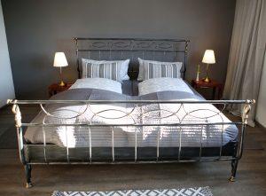 Das Schlafzimmer der Ferienwohnung auf dem Pauelshof